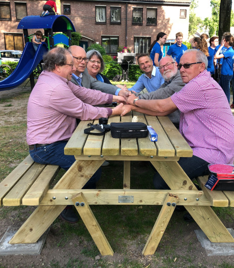 Feestelijke opening speelveldje en picknicktafel in Kaatsheuvel