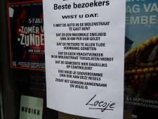 Loesje niet blij met posters in Molenstraat Zundert