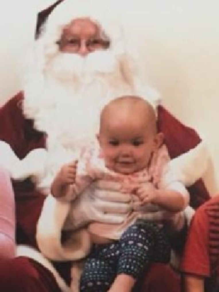 De kleine Kamillah bij Sinterklaas.