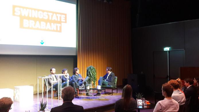 Politicoloog Marc van de Wardt, hoogleraar Martijn Groenleer, electoraal geograaf Josse de Voogd en Joks Janssen van BrabantKennis (vlnr) in de Verkadefabriek in Den Bosch in discussie over de verkiezingsuitslag.