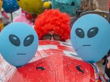 't is buitenaards bij de optocht in Vosse-ol