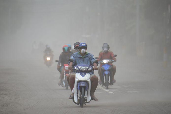 Évacuations aux Philippines.