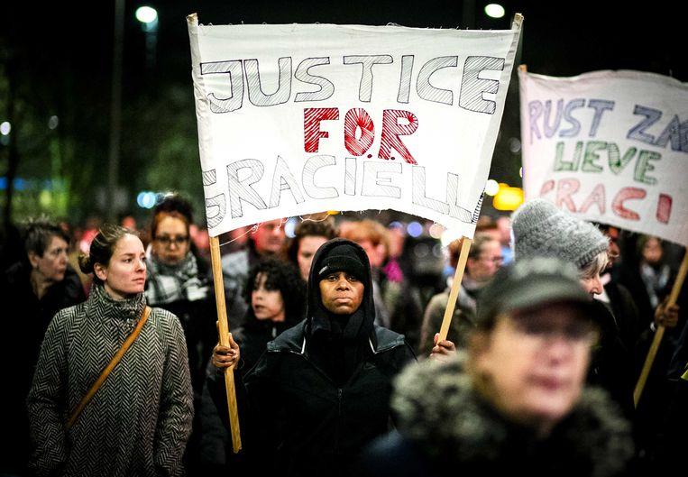 Stille tocht om aandacht te vragen voor geweld tegen vrouwen, december 2019, na de moord van Hümeyra en nog twee vrouwen in Rotterdam. Beeld null