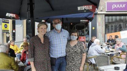 """Samen met burgemeester Katrien Partyka op (alcoholvrije) kroegentocht bij lokale Tiense horeca: """"Klanten stonden al halfuur voor de opening aan de deur"""""""