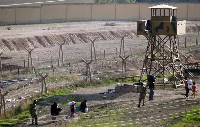 De grens tussen Syrië en Turkije bij de Turkse stad Ceylanpinar. Beeld REUTERS