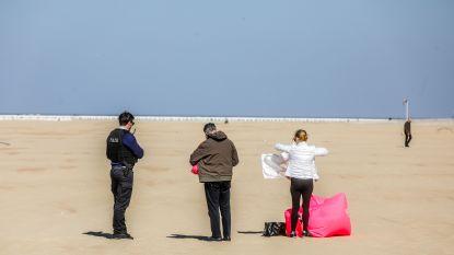 IN BEELD. Zonnige zondag in Oostende: meeste wandelaars en fietsers houden zich aan regels, politie plukt toch enkele zonnekloppers van het strand