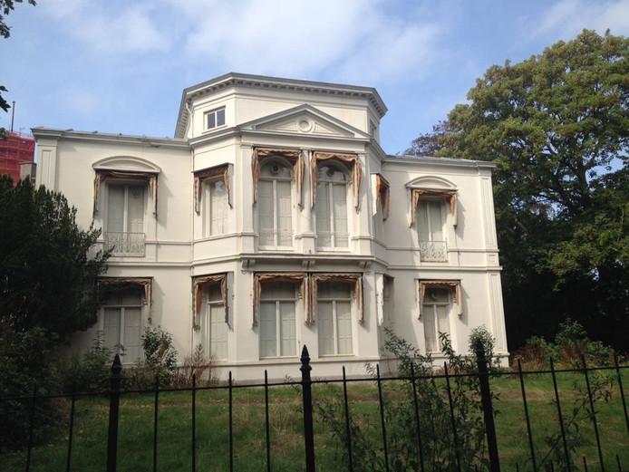 Het pand aan Plein 1813 waar de Israëlische ambassade moest komen.