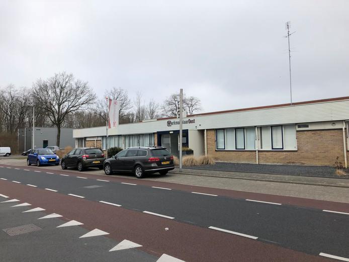 Werkmakelaar-Oost aan de Hamburgweg in Deventer. Het bedrijf kreeg maandagochtend de FIOD over de vloer.
