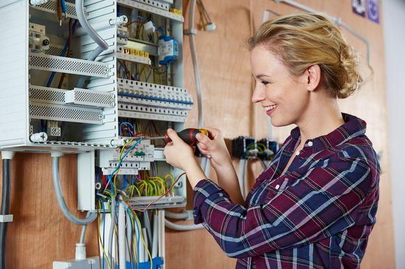 Zelf grondige renovatiewerken uitvoeren, bespaart je makkelijk 50 procent van de normale kostprijs.