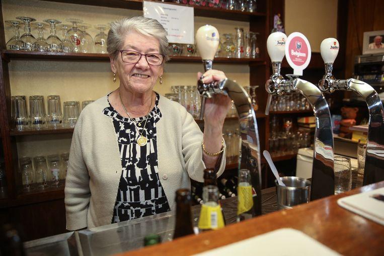 Juliette houdt al 50 jaar café Hul open in Destelbergen.