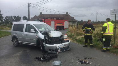 Automobiliste lichtgewond na knal op aanhangwagen