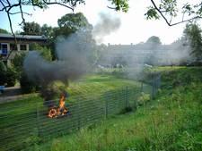 Grasmaaier vliegt plotseling in brand tijdens maaien in Arnhem
