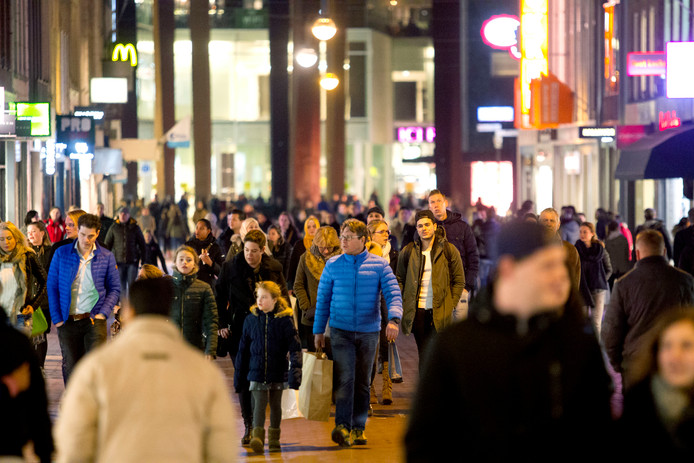 Eindhoven telt nu ruim 223.000 inwoners, dat is te weinig om de ambities van de Brainport regio waar te maken.