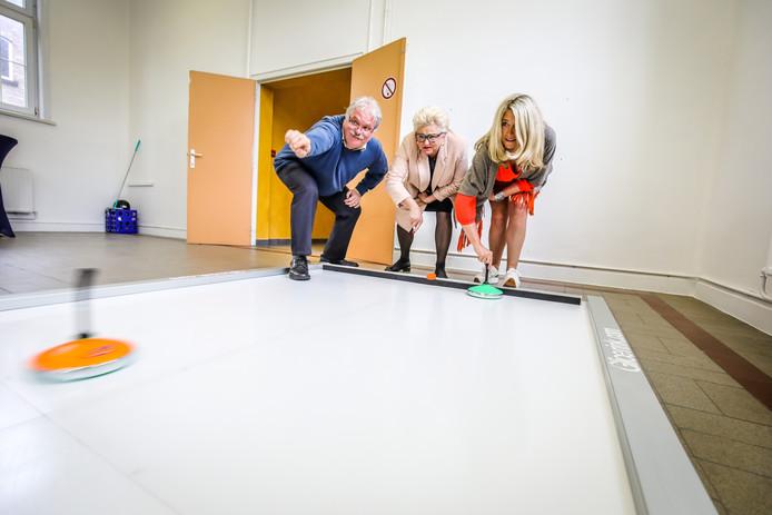 Brugge voorstelling nieuwe schaatspiste zonder ijs: curling