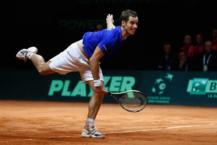 Richard Gasquet in actie tegen Roger Federer. Beeld getty