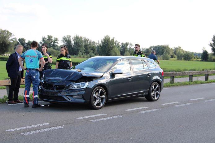 Bij een botsing op de Zutphensestraatweg in Spankeren is een bestuurster gewond geraakt.