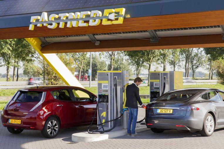 Het Nederlandse Fastned, dat in Nederland 63 snellaadstations exploiteert, is 'superpositief' over het initiatief van de autofabrikanten. Beeld ANPinOpdracht