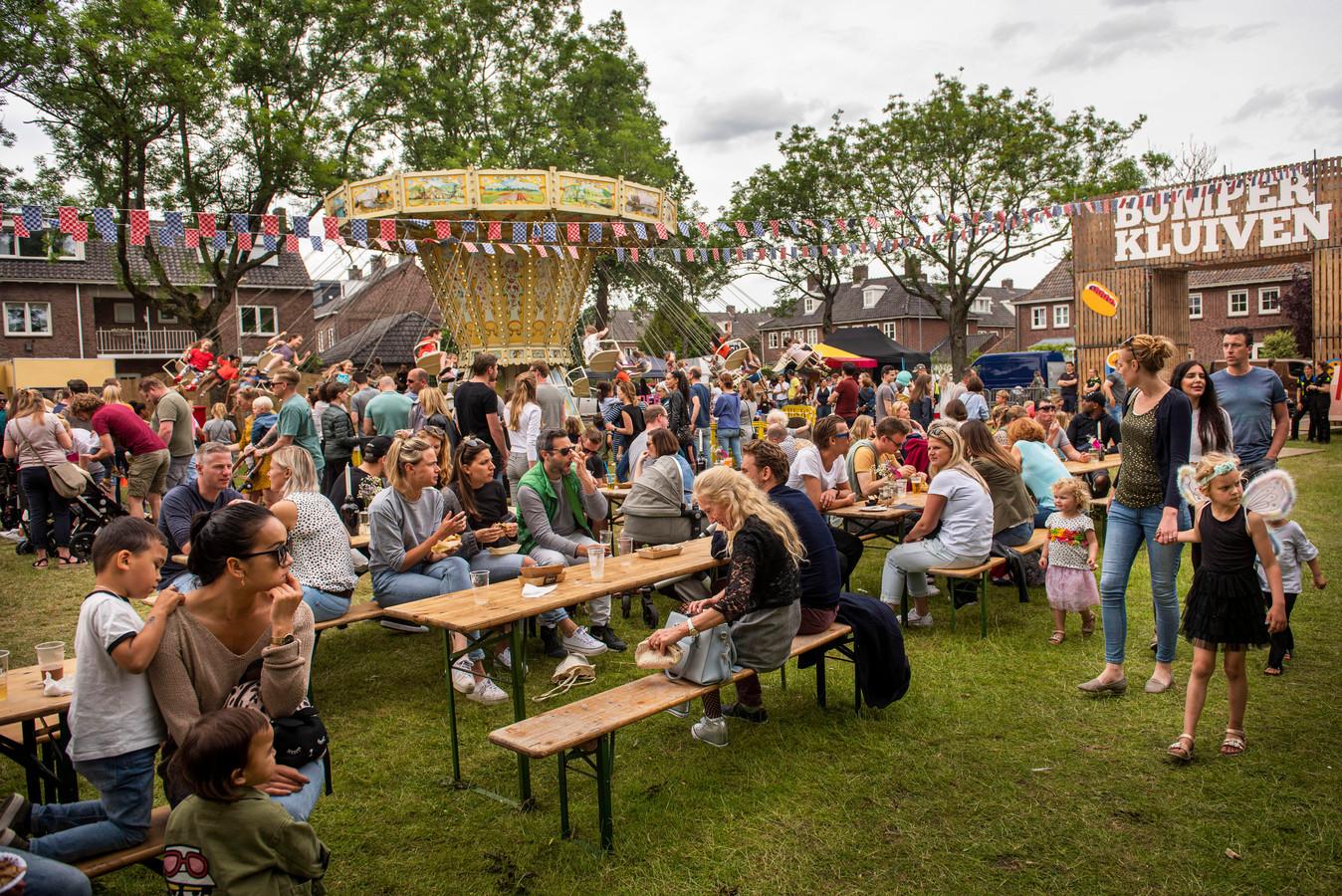 Bumperkluiven foodtruck festival in Boeimaar aan de Mark. Met lekker eten en veel te drinken maar ook muziek, bellenblaas workshop en een draaimolen