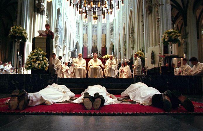 In 2012 wijdde bisschop Hurkmans in de Sint Jans drie priesters tegelijk: Caspar Rutz, Robert van Aken en Christian van Zitteren.