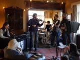 Goede sfeer bij Muziek bij de Buren in Nijmegen