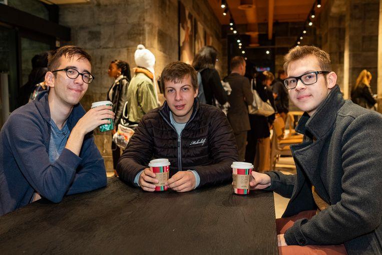 Wout, Yorben en Philippe met hun gratis koffie