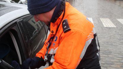 Politie CARMA controleert: geen gordel, te veel personen in een wagen en rijden ondanks rijverbod