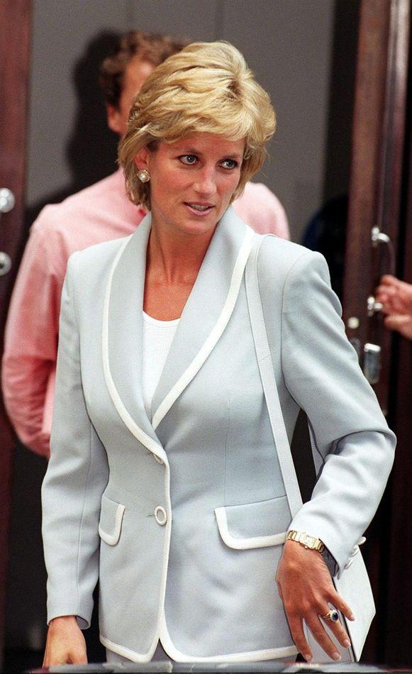 De trouwring van Diana wordt nu gedragen door Kate Middleton.