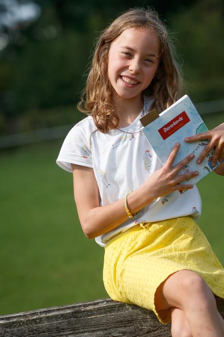 Schrijfster Sterre (8) debuteert met 'Dierenbende' bij Oosterhoutse boekhandel