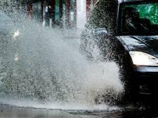 Water op de weg: afrit Helpman in Groningen afgesloten