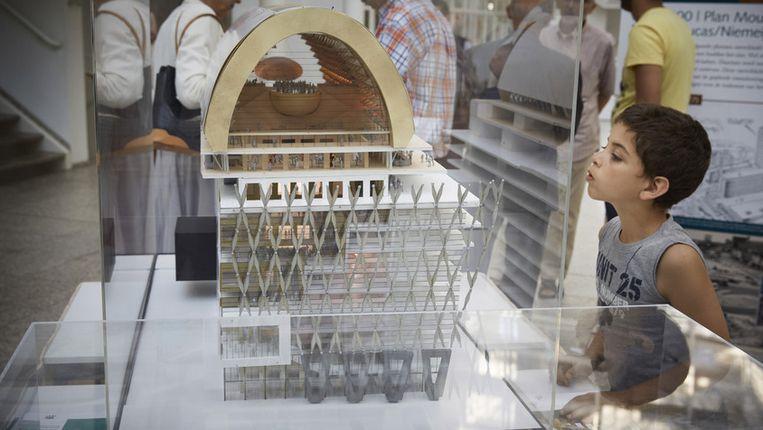Een maquette van het 'Spuiforum' in het Haagse stadhuis. Beeld anp