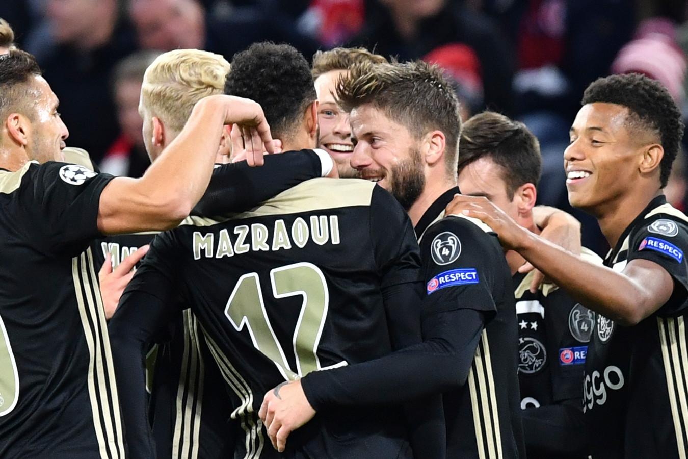 Noussair Mazraoui is de gevierde man na zijn goal tegen Bayern München.