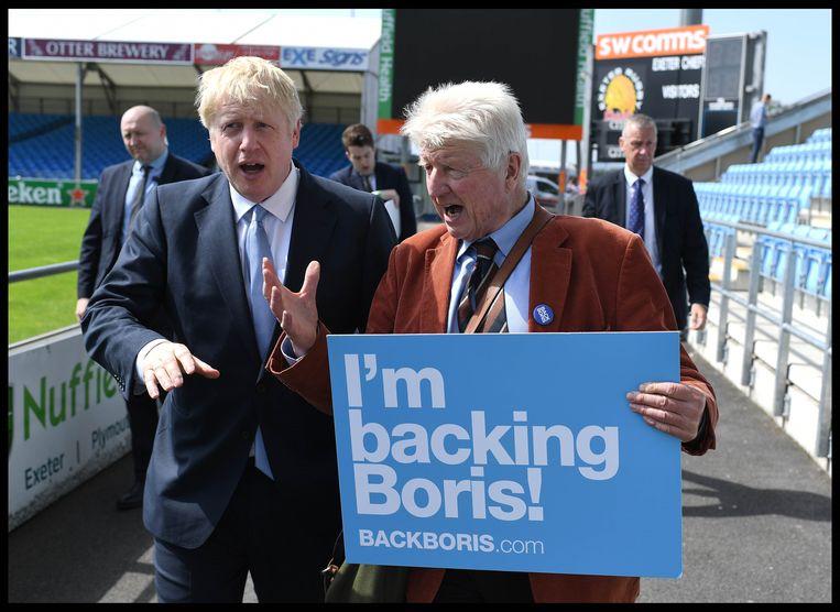 Boris Johnson en vader Stanley. Ze worden geregeld met elkaar verward, tot grote ergernis van Johnson junior.