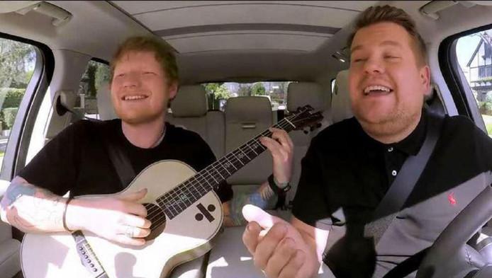 James Corden met de Britse zanger Ed Sheeran in een aflevering van Carpool Karaoke.
