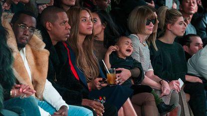 """Kanye verklaart huilbui dochter bij modeshow: """"Ze wil niet dat mensen gemeen doen tegen haar papa"""""""
