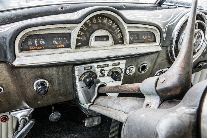 De Pontiac van binnen.