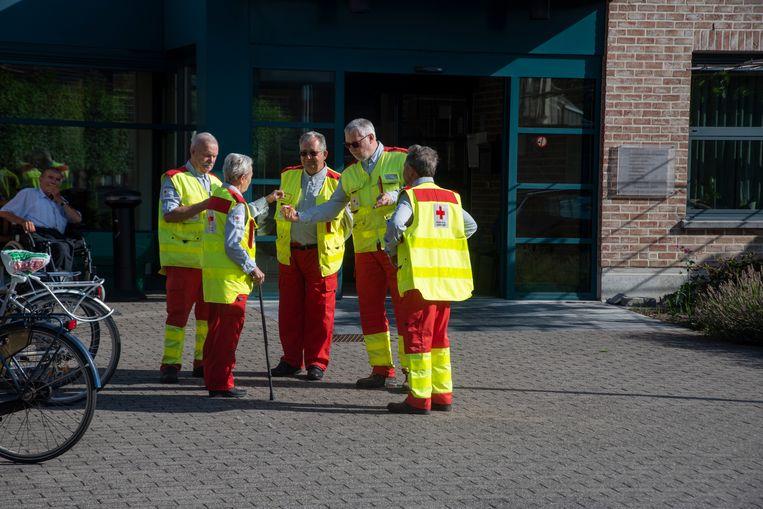 Ook de hulpdiensten van het Rode Kruis namen deel aan de herdenking van de 10de verjaardag van de brand in het rusthuis van Melle.