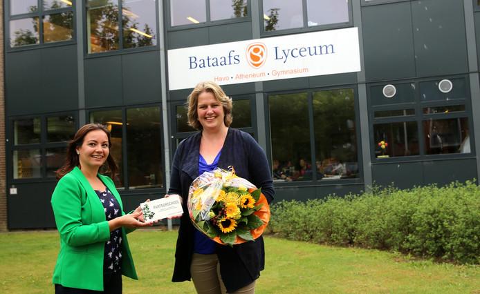 Het Bataafs Lyceum ondertekende als eerste partnerschool de overeenkomst met de Universiteit Twente