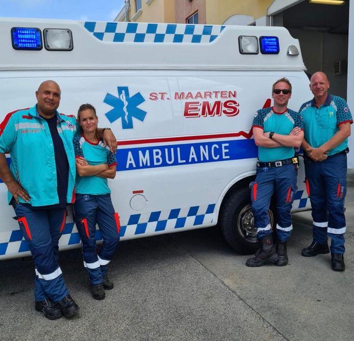 De vier ambulancemedewerkers van Zuid-Holland Zuid werken op Sint Maarten om hun collega's op het eiland vrijaf te geven. Uiterst rechts: Erik Matthijsen (47).