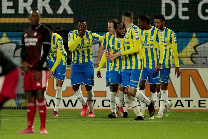 Ola John viert zijn doelpunt tegen Feyenoord.