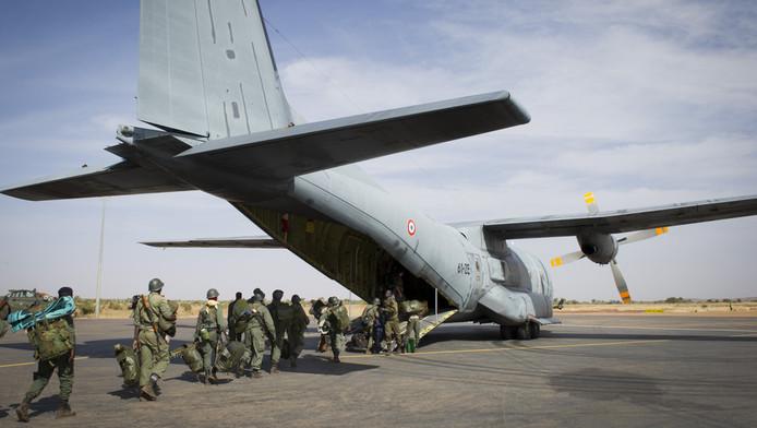 Soldats maliens prêts à embarquer à Goa