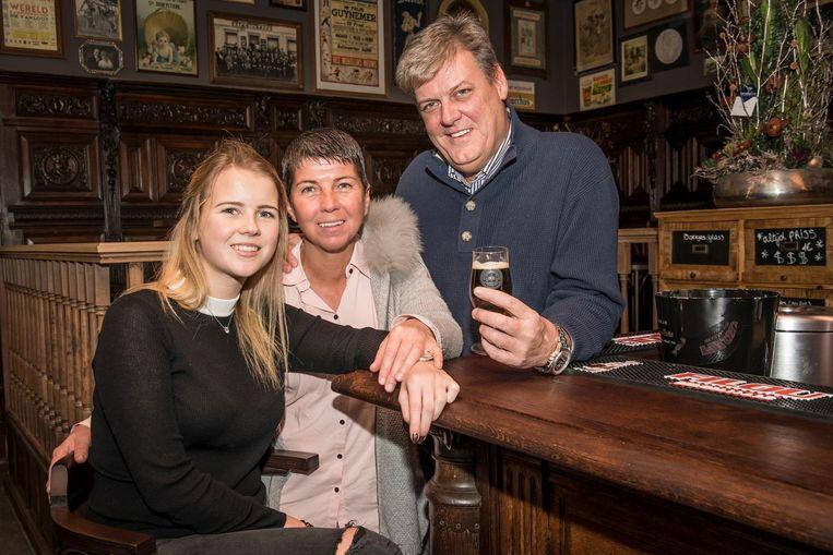 Zaakvoerders van de brouwerij Lindsey Herman en Xavier Van Honsebrouck met dochter Michelle.