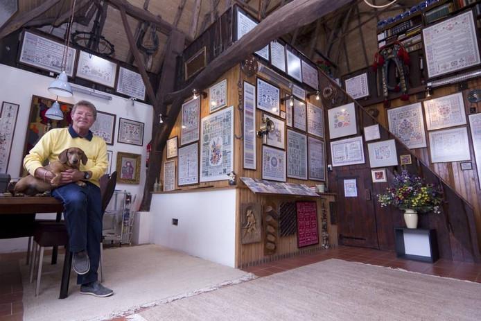 Theo Spaan met teckel Sara in de Haemmaeker. foto Bart Harmsen