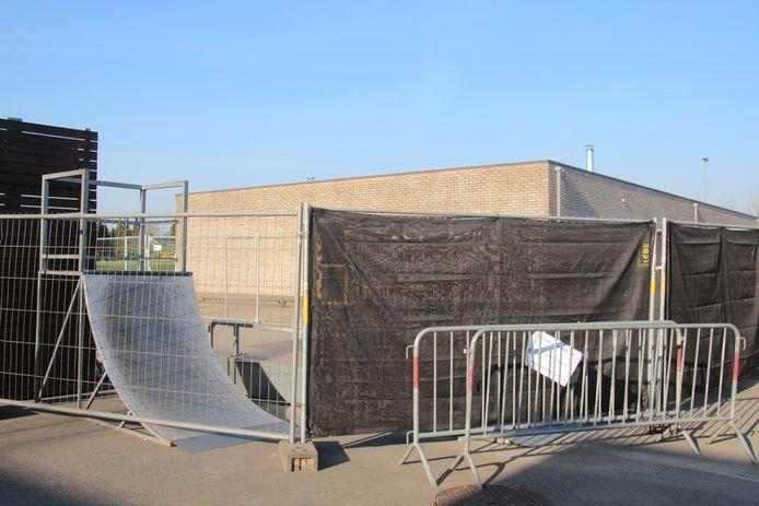De skateramp aan sporthal De Ommegang werd afgesloten omdat ze niet voldoet aan de wettelijke veiligheidsregels.
