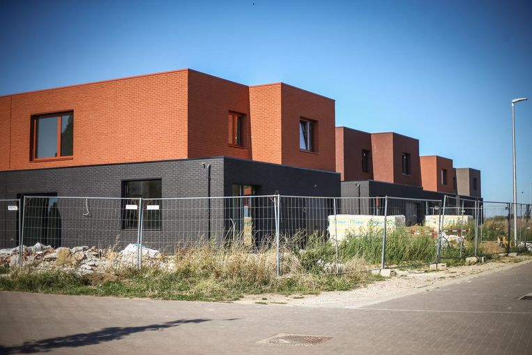 Een bouwproject met sociale woningen en eengezinswoningen in Vroenhoven.