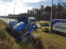 Tankwagen in sloot bij Kaatsheuvel; busbaan richting Efteling dicht