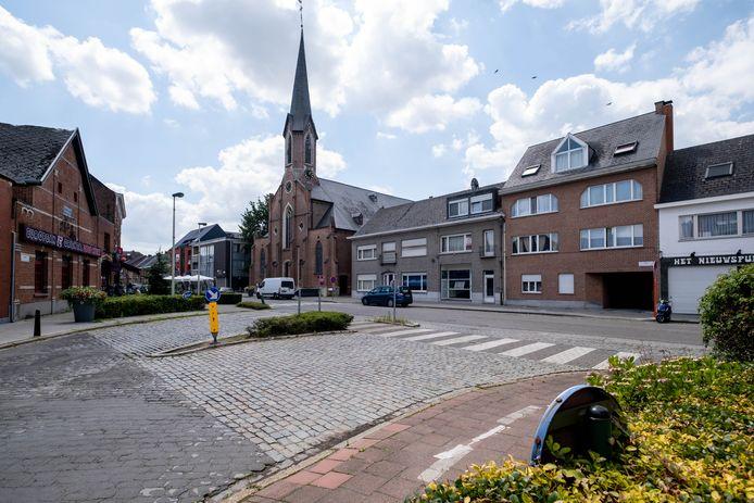 Een blik op de kerk van Koningshooikt. Het dorp bestaat exact tweehonderd jaar, maar volop vieren zit er door de coronasituatie voorlopig niet in.