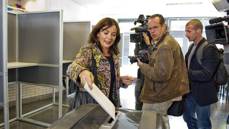 GroenLinks-lijsttrekker Jolande Sap brengt haar stem uit voor de Tweede Kamerverkiezingen in basisschool Aldoende in Amsterdam-Oost. Beeld anp