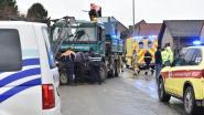 Hijskraan schiet los van trekhaak in Zottegem: arbeider komt om