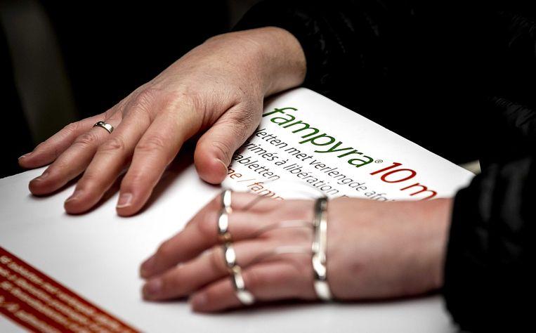 MS-patienten bieden aan de Tweede Kamer meer dan 41.000 handtekeningen en een petitie aan, ze willen het loopmedicijn Fampyra terug krijgen in het basispakket. 15 januari 2019.  Beeld ANP