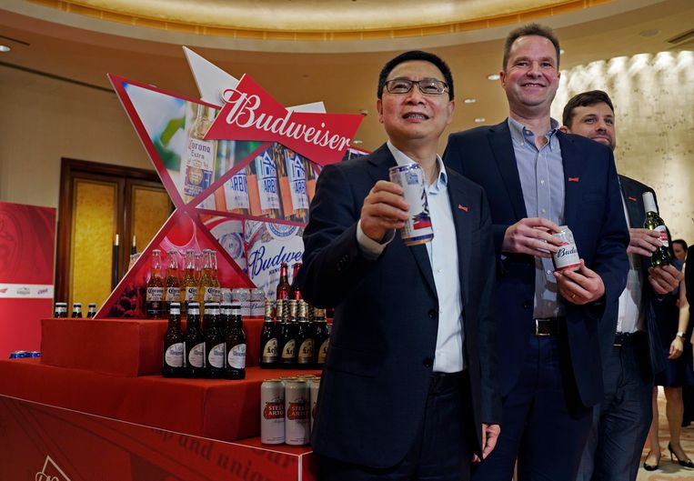 Frank Wang (Executive Director), Jan Craps (CEO) en Guilherme Castellan (CFO) van Budweiser Brewing Company APAC.